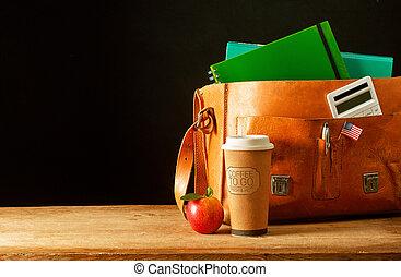 megkorbácsol, aktatáska, táska, noha, kávéscsésze