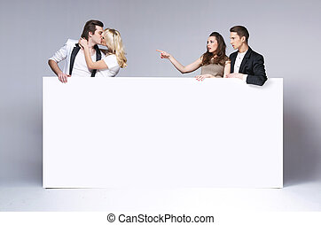 meglepődött, barátok, bámuló, -ban, csókolózás, párosít
