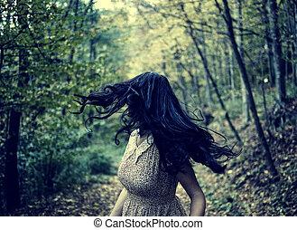 megrémült, leány, futás, alatt, a, erdő