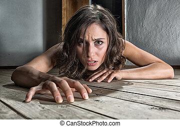 megrémült, nő, emelet