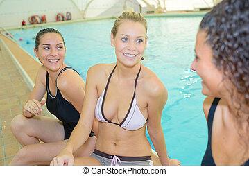 megszakítás, képben látható, úszás
