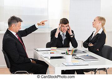 megvitat, üzletember, övé, két, co-workers