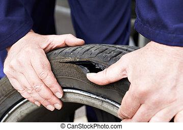 megvizsgál, hibás, kerék, autó, feláll, szerelő, becsuk