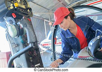 megvizsgál, rendbehozás, autó, garázs szerelő, alatt, csuklya