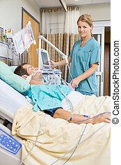 megvizsgál, türelmes, fiatal, ágy, ápoló, fekvő