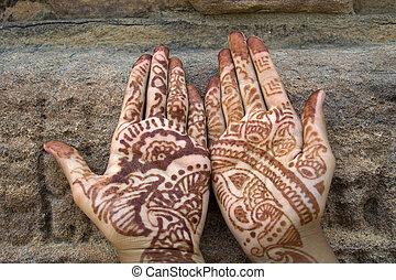 Mehandi painted on Palms - Mehandi art, painting on hand and...