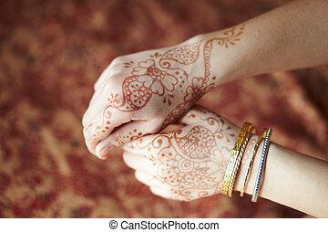Mehandi - Picture mehandi on the hand of girl