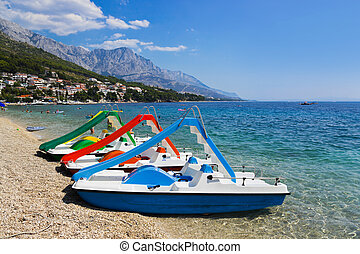 mehrfarbig, katamaran, auf, sandstrand, an, kroatien