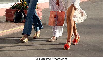 meiden, het gaande winkelen