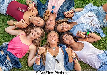 meiden, het glimlachen, anders, groep, vrolijke