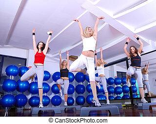 meiden, het schrijden, in, een, fitness midden