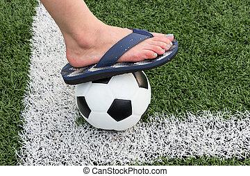 meiden, sandalen, het schrijden, in, een, voetbal, stadion