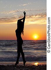 meiden, silhouette, ondergaande zon , zee