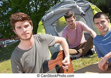 meilleurs amis, groupe ensemble, camping