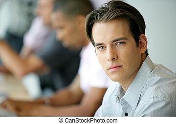 meio ambiente, homem, jovem, escritório, bonito