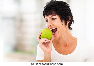 meio, comer, mulher, envelhecido, maçã