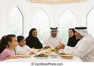 meio, desfrutando, família, oriental