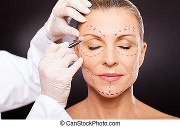 meio envelheceu, mulher, preparar cirurgia plástica