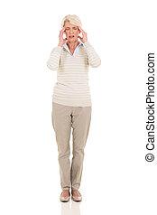 meio, mulher, envelhecido, tendo, dor de cabeça