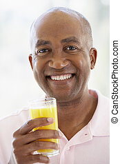 meio, suco, laranja, fresco, bebendo, envelhecido, homem