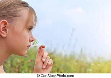 meisje, bloemen, ruiken