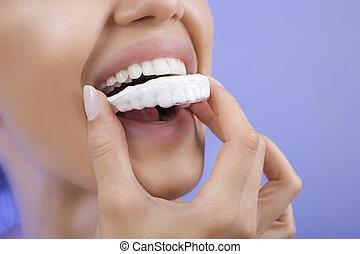 meisje, close-up, tand, -, het glimlachen, blad, whitening, teeth
