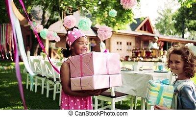 meisje, concept., viering, feestje, tuin, buitenshuis,...