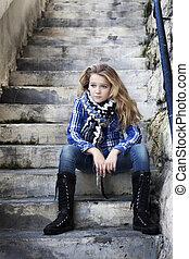 meisje, eenzaam, sterke, trap, zittende