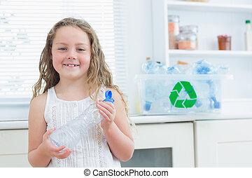 meisje, holdingsfles, plastic