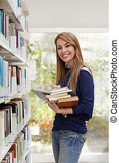 meisje, kies, boek, in, bibliotheek, en, het glimlachen