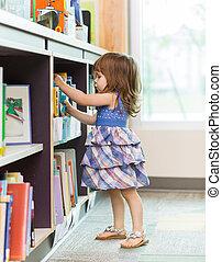 meisje, kies, boek, van, onderricht bibliotheek