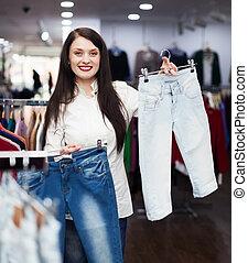 meisje, kies, jeans, op, winkel
