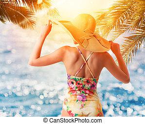 meisje, kleurrijke, strand, gedurende, ondergaande zon
