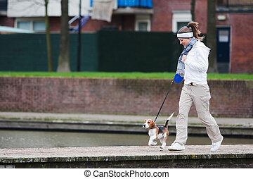 meisje, lopende hond
