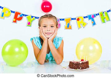 meisje, met, verjaardagstaart