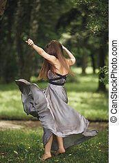 meisje, model, romantische, tiener, beauty, blazen, outdoors., toevallige kleding, lang, hair., park.