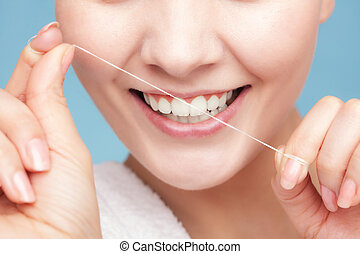 meisje, schoonmakende tanden, met, dentaal, floss.,...