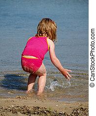 meisje, strand, het bespaten