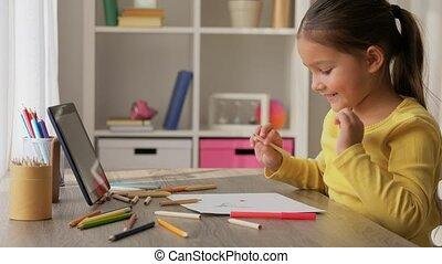 meisje, thuis, potloden, weinig; niet zo(veel), kleuren, tekening