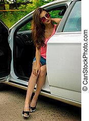 meisje, verticaal, modieus, auto, verticaal, bril, zittende
