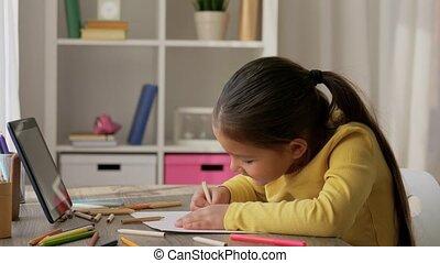 meisje, weinig; niet zo(veel), thuis, potloden, kleuren, tekening
