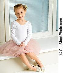 meisje, weinig; niet zo(veel), venster, jalousie, zittende