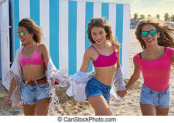 mejores amigos, muchachas adolescentes, corriente, feliz, en, playa