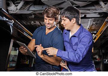 mekanik, bruge, tablet, computer, under, løft, automobilen