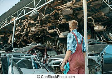 mekaniker, bilar, skrotupplag, manlig, stack