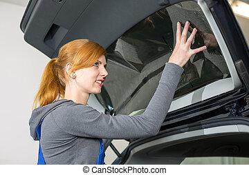 mekaniker, tinting, vogn vindue, hos, tinted, folie, eller, film