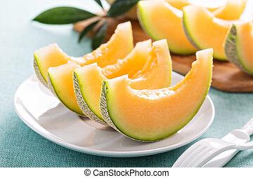 melón cantalupo, rebanadas, maduro, placa