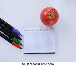 mela, blocco note, isolato, marcatori, variopinto, fondo, bianco, aperto