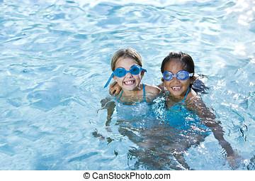 melhores amigos, meninas, sorrindo, em, piscina
