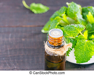 melissa or mint essential oil - Essential oil of melissa or ...